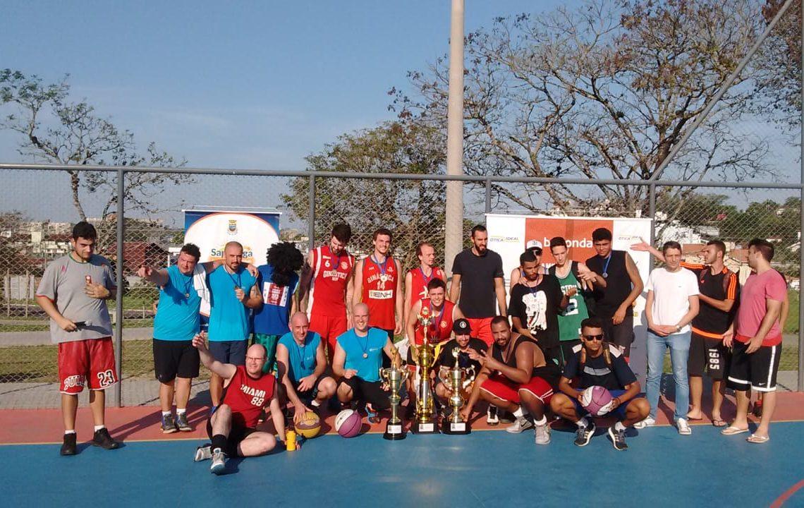As três equipes campeãs, de Novo Hamburgo e Sapiranga.