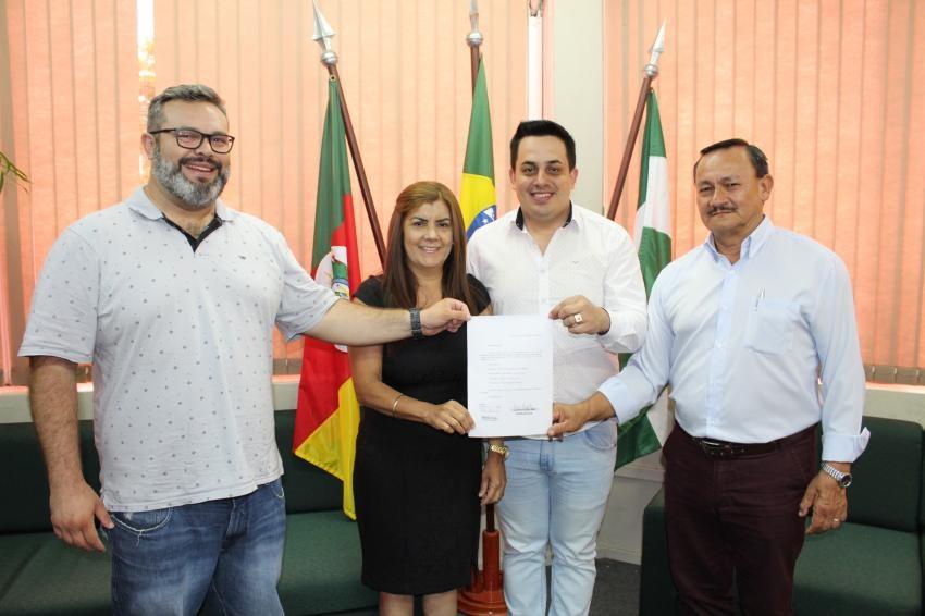 Diego Lima (Democratas), Olivia, Alessandro e Vilmar Machado em registro feito na semana passada. Agora, tudo mudou e Alessandro e Vilmar formaram uma nova chapa