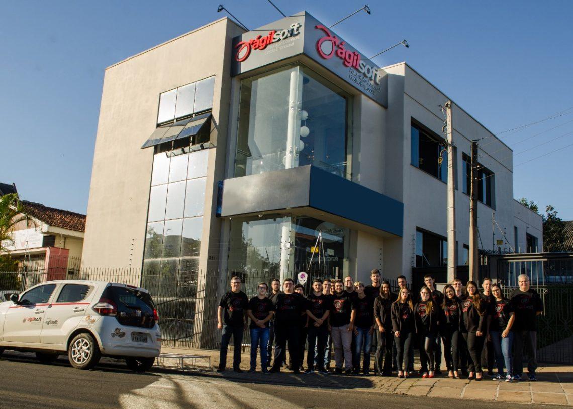 Equipe é  composta por 24 profissionais, entre suporte, administrativo e desenvolvimento