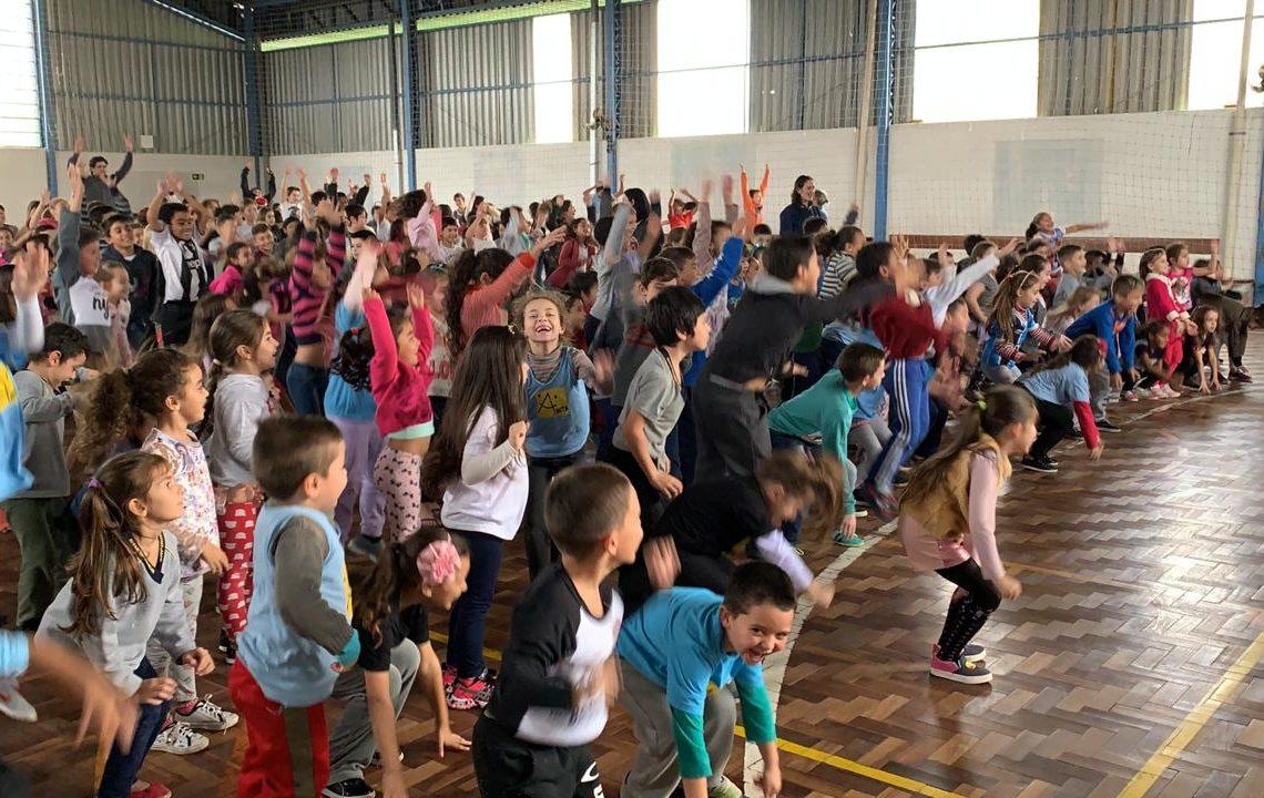 Dia do desafio na EMEF Anita Lídia Wingert  reuniu mais de 500 crianças nos dois turnos I Fotos: Divulgação