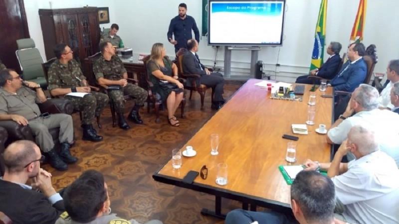 Representantes de forças de segurança estadual e nacional e do setor produtivo estiveram reunidos para planejar vigilância - Foto: Divulgação / Seapdr