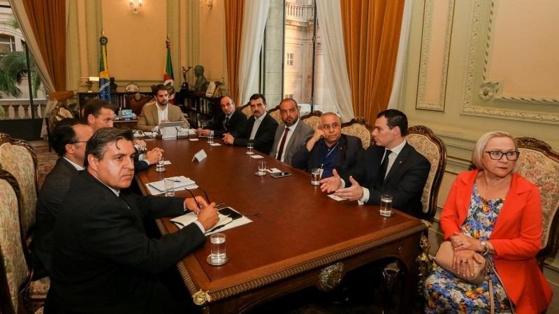 Medidas foram apresentadas aos chefes de Poderes durante reunião conduzida pelo governador Leite com a presença de secretários - Foto: Felipe Dalla Valle / Palácio Piratini