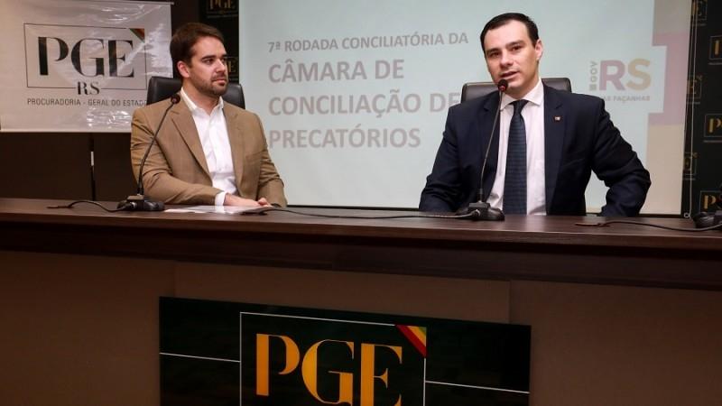 Leite e o procurador-geral do Estado, Eduardo Cunha da Costa, lançaram a nova rodada de negociações. Foto: Itamar Aguiar / Palácio Piratini.