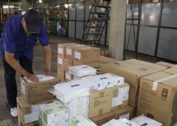 O carregamento será destinado às 19 Coordenadorias Regionais de Saúde (CRSs), que fazem a distribuição para os municípios - Foto: Neusa Jerusalém/Ascom SES.