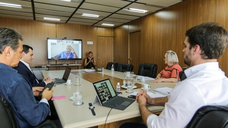 Conforme Leite, é fundamental a disponibilidade de recursos da bancada para apoiar os investimentos necessários na saúde - Foto: Gustavo Mansur / Palácio Piratini.