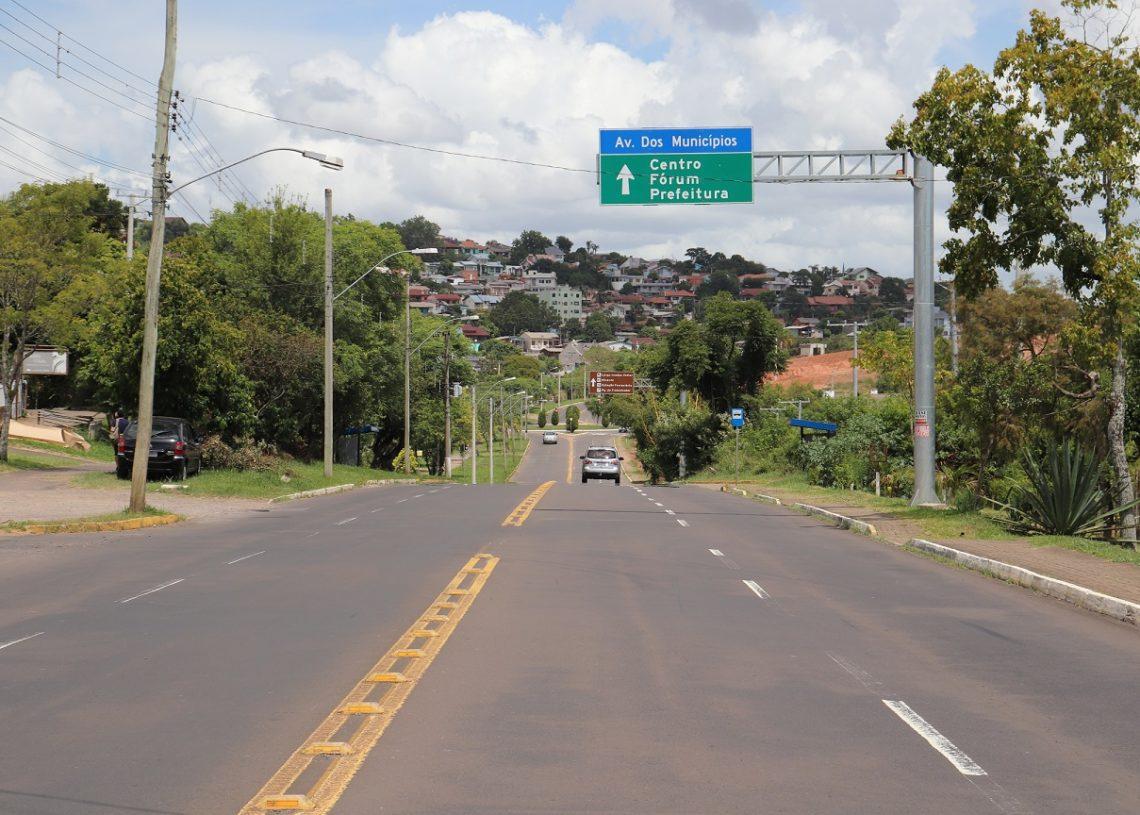 Avenida dos Municípios, em Campo Bom, recebe investimentos da prefeitura de Campo Bom, como as placas. Foto: Junior Ribeiro.