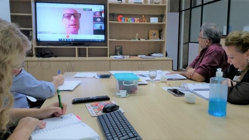 Objetivo da reunião foi alinhar ações a serem desenvolvidas na rede estadual, nas redes municipais e nas escolas privadas - Foto: Rodrigo Peixoto/Seduc.
