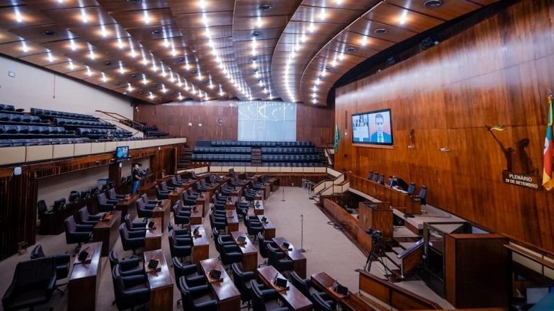 Presidente da Assembleia, deputado Ernani Polo comandou a sessão por videoconferência por conta da pandemia de Covid-19 - Foto: Joel Vargas / ALRS / Divulgação.