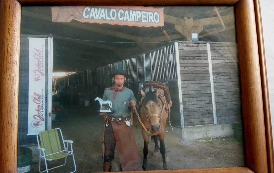 Douglas Schmidt, 38 anos. Possuía paixão por cavalos. Nos últimos meses da sua vida, viveu na rua por opção - Foto: Arquivo da família.