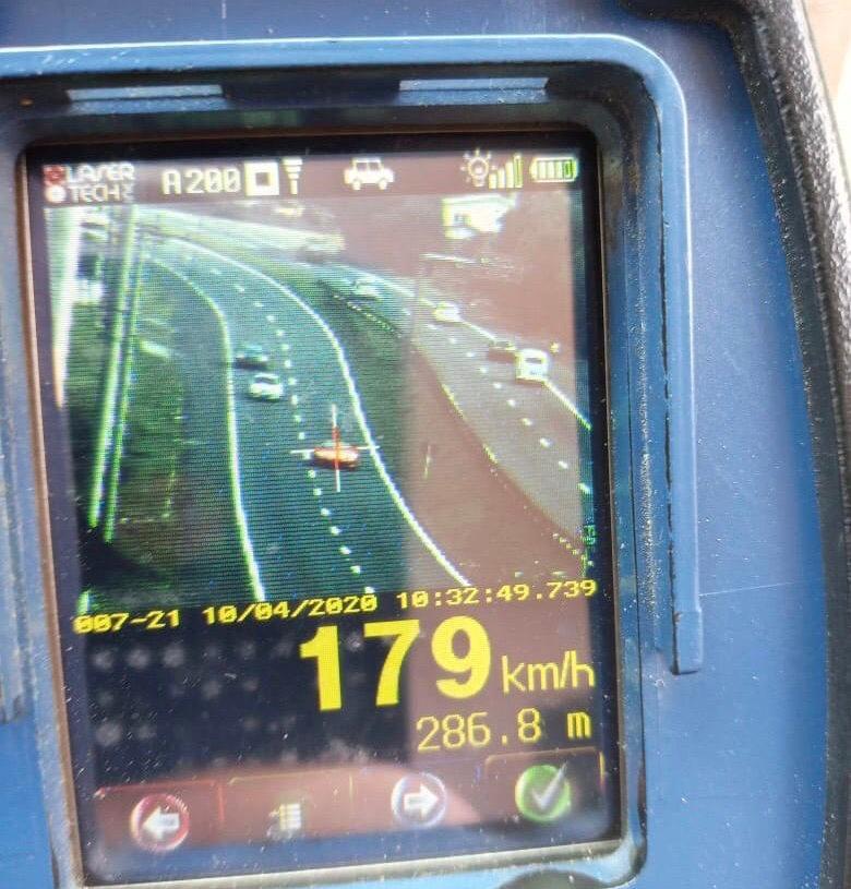 Ferrari flagrada a 179km/h