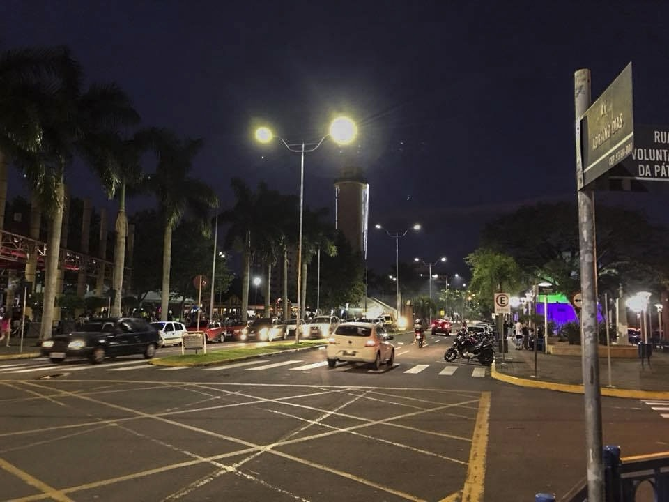 Lâmpadas de LED começaram a ser instaladas em 2017 - Foto: Arquivo/JR