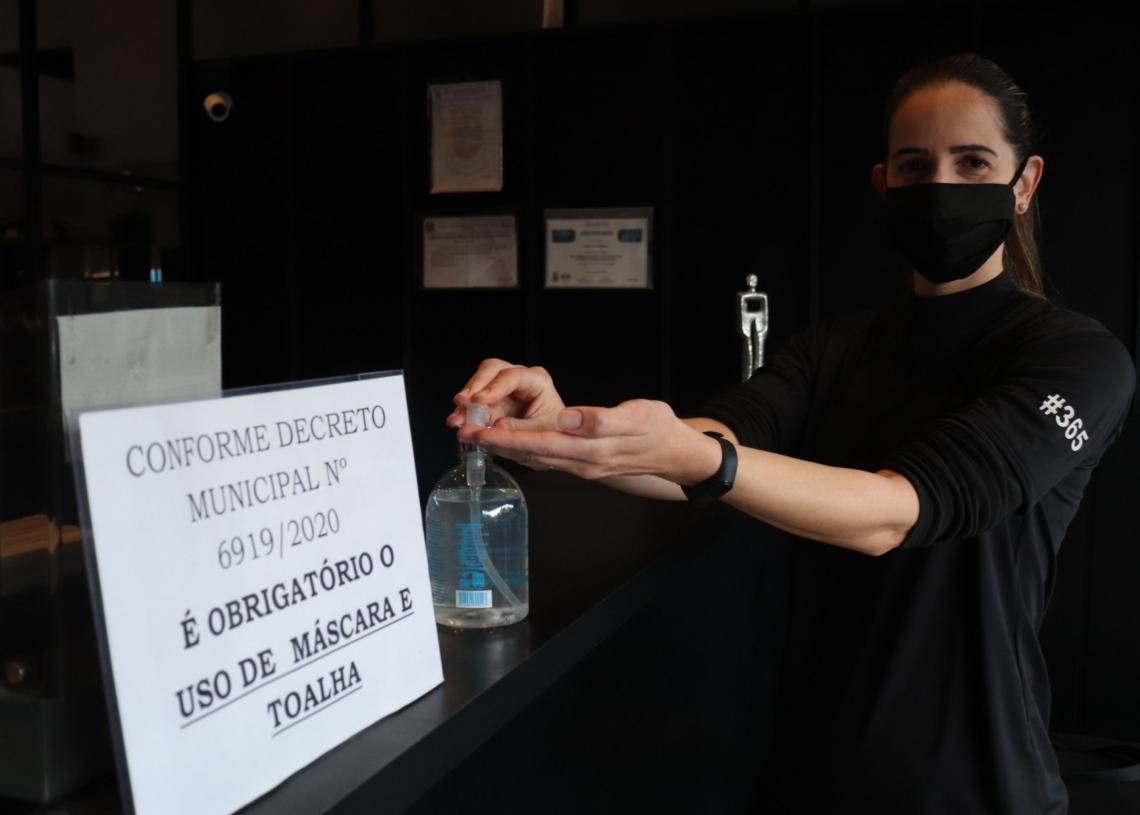 Na Pro Fit o controle conta com medição de temperatura, higienização das mãos e catraca, e uso de máscaras Foto: Laura Blos