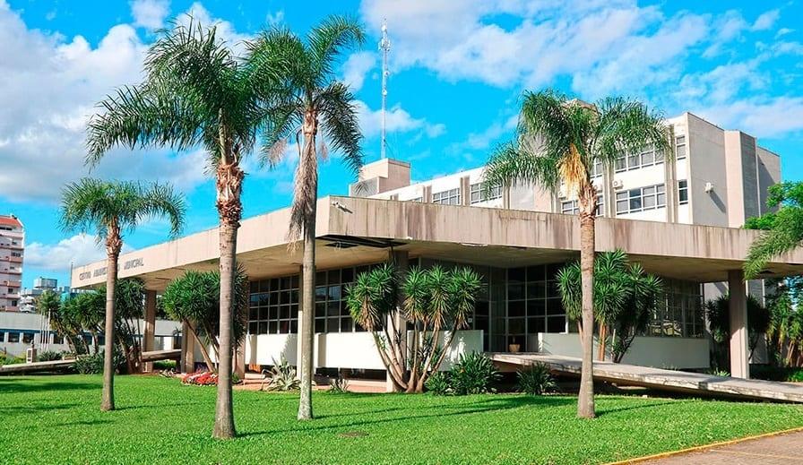 Forros da parte externa da prefeitura serão consertados durante o processo de revitalização do prédio Foto: Reprodução