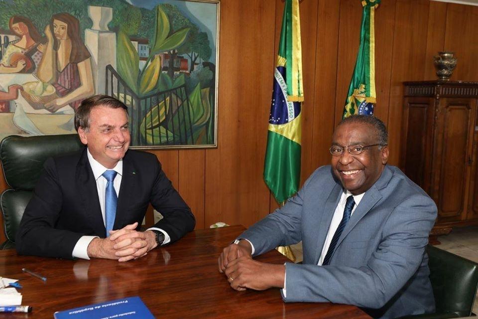 O novo ministro Decotelli em reunião com o presidente Jair Bolsonaro - Foto: Reprodução/Facebook