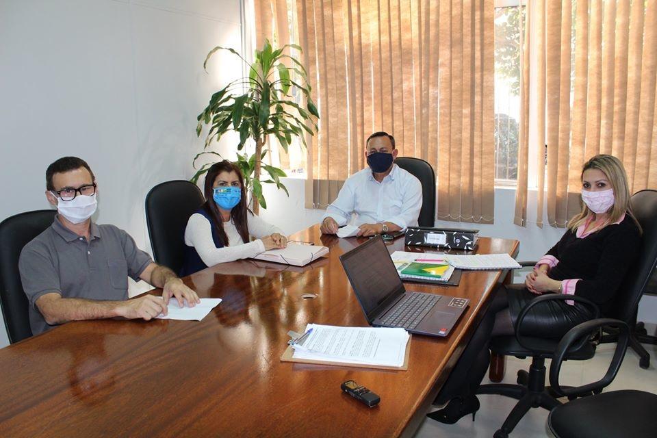 Membros da Corregedoria reunidos com assessora jurídica Foto: Câmara de  Sapiranga