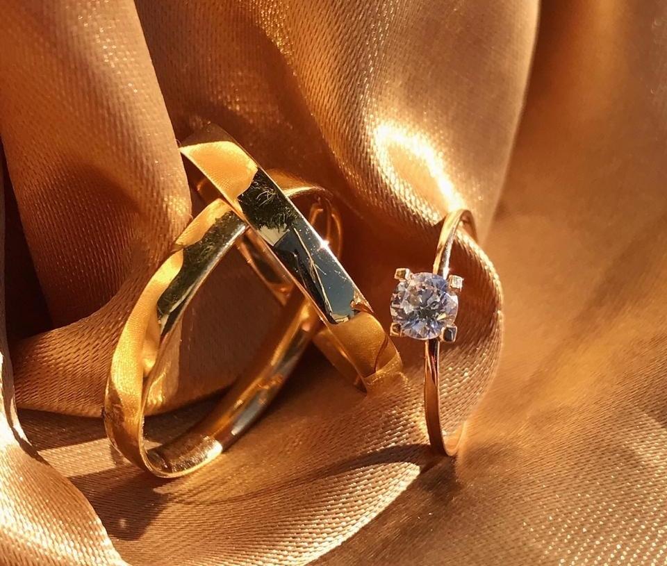 Na compra das alianças, você ganha o anel de noivado Foto: Reprodução