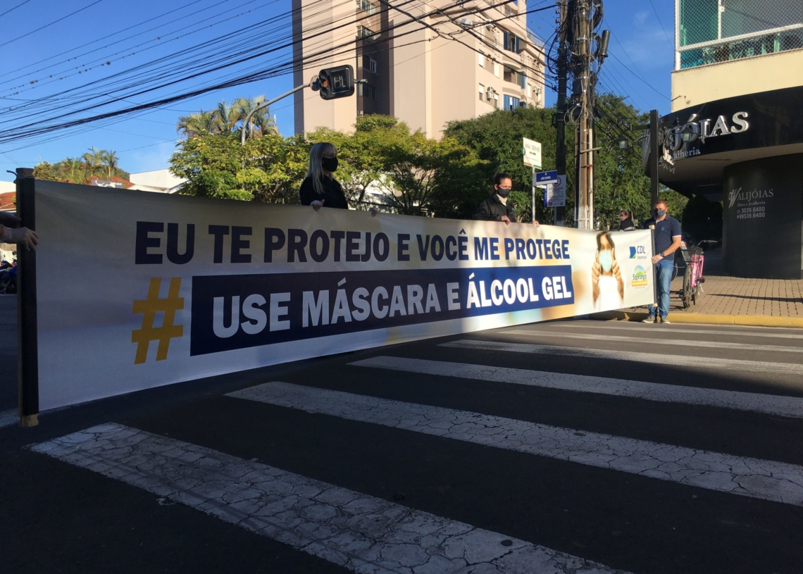 Agentes da entidade divulgam faixa de conscientização na Av. João Correa | Foto: Pâmela Riboli