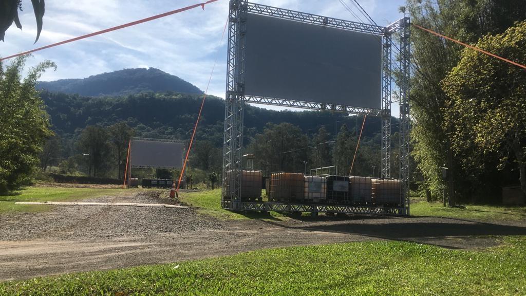 Estrutura permite a exibição dos filmes mesmo em caso de chuva  Fotos:  Divulgação