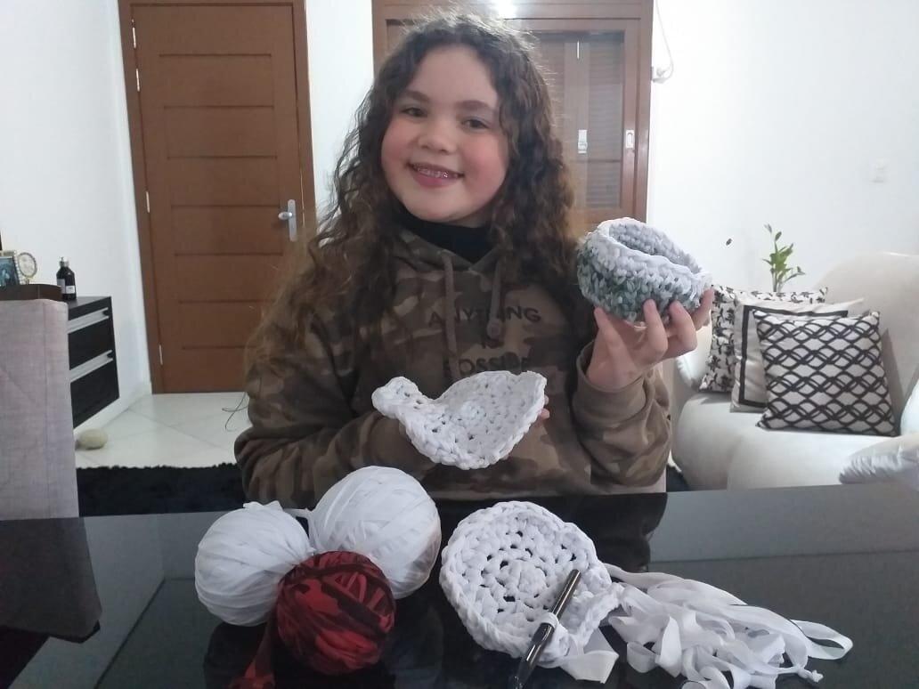 Maria Eduarda, 11, com suas peças Foto: Arquivo Pessoal