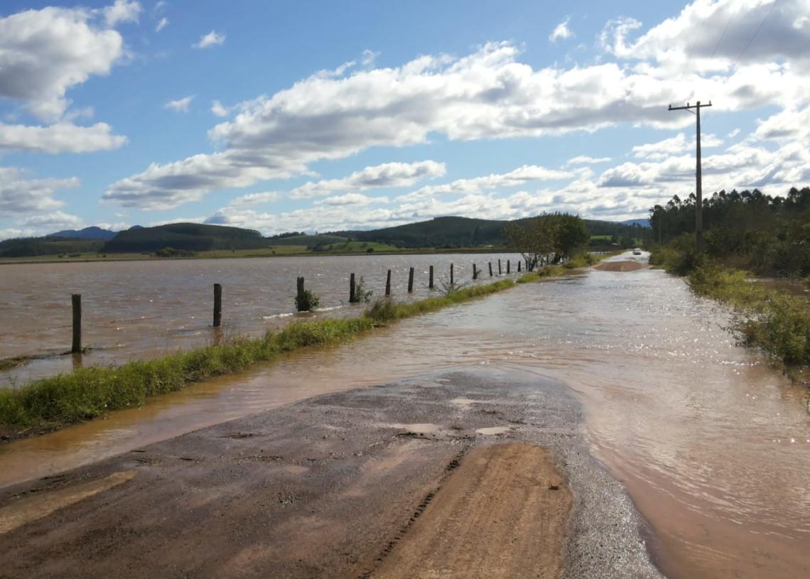 Região de Porto Palmeira, em Sapiranga, já tem ruas alagadas e alto nível de água invadindo as propriedades | Foto: Defesa Civil/Sapiranga