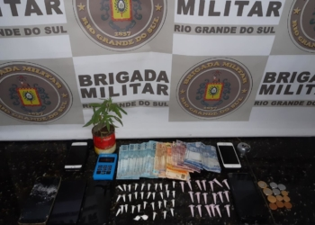 Droga e dinheiro apreendidos (Cred. Brigada Militar)