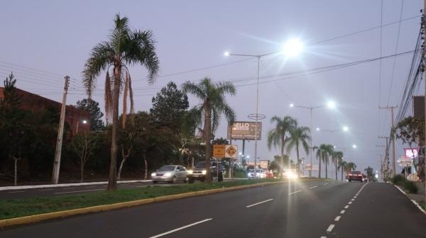 Iluminação com LED traz maior segurança e economia para a cidade, além de ser benéfica ao meio ambiente  Foto: PMCB