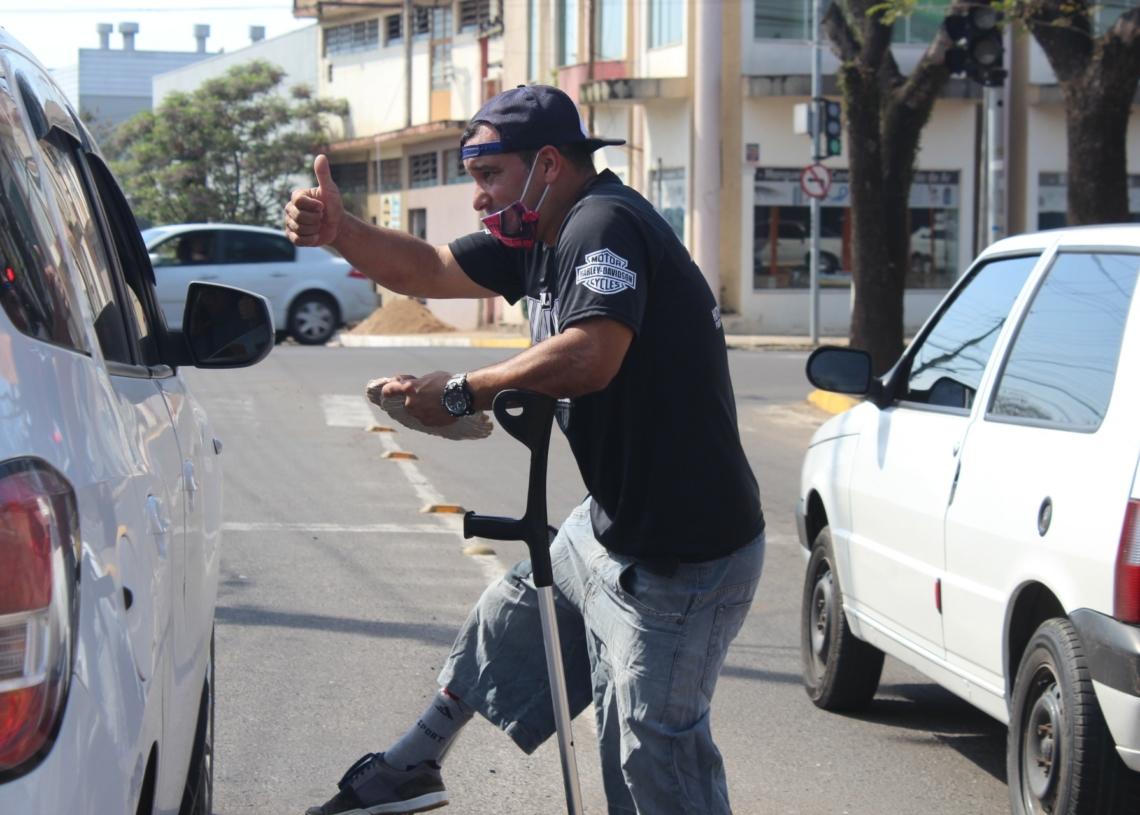Márcio Oliveira vem todos os dias de Canoas para vender em Sapiranga  Fotos: Melissa Costa