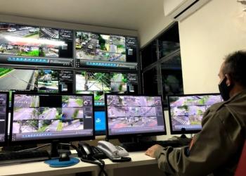 Campo Bom tem policial militar exclusivo na sala de operações para  monitorar as câmeras  Foto: Melissa Costa