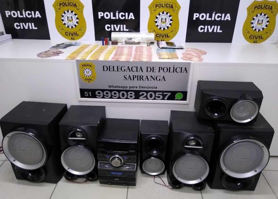 Droga, dinheiro, munições e som apreendidos na ação (Cred. Polícia Civil)