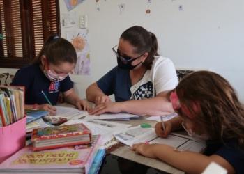 Andirá Pereira Moehlecke, que compartilhou suas lembranças com as filhas Esther e Sofia Fotos: Prefeitura de Campo Bom