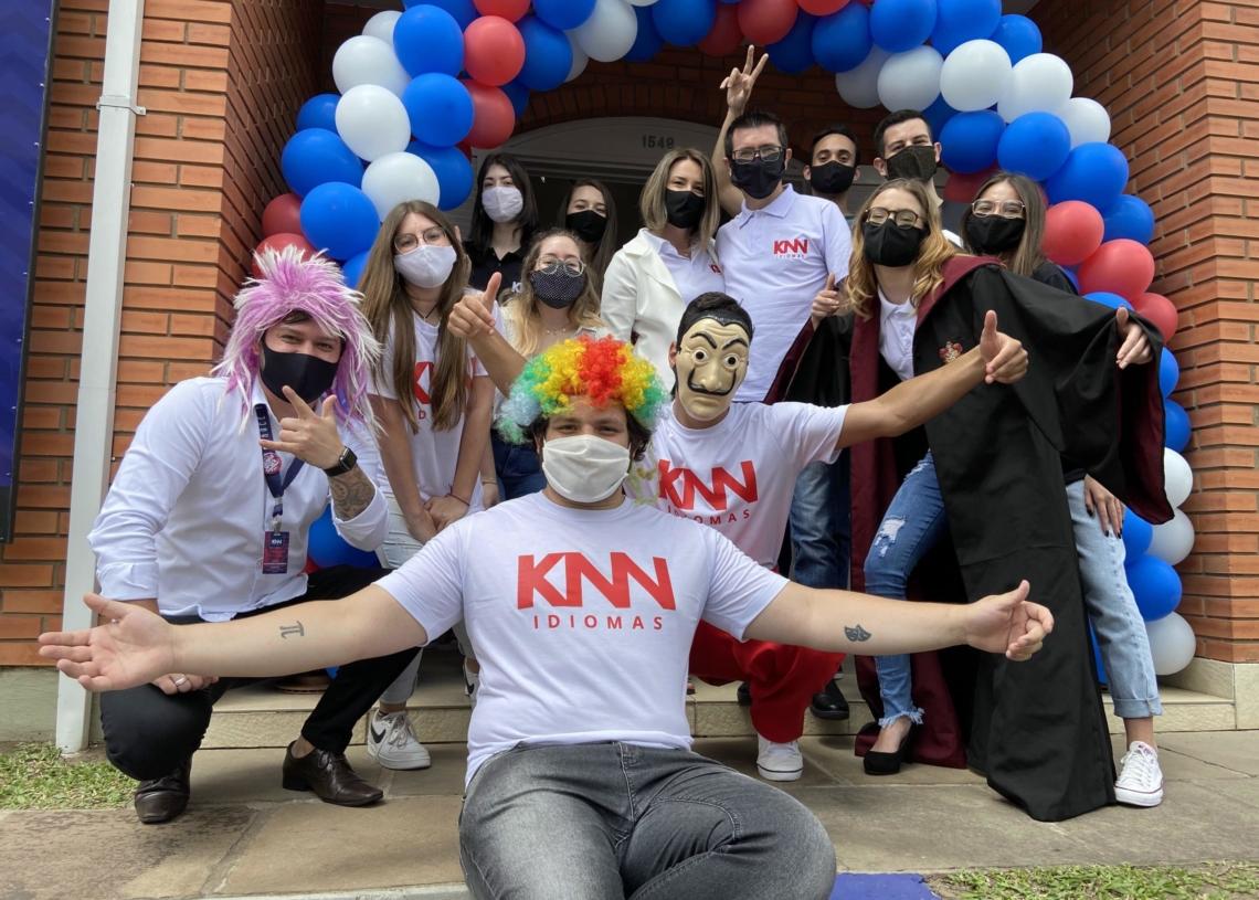 Equipe da KNN está de braços abertos  aguardando a sua visita e capacitada para deixar você afiado em outro idioma Fotos: Junior Ribeiro