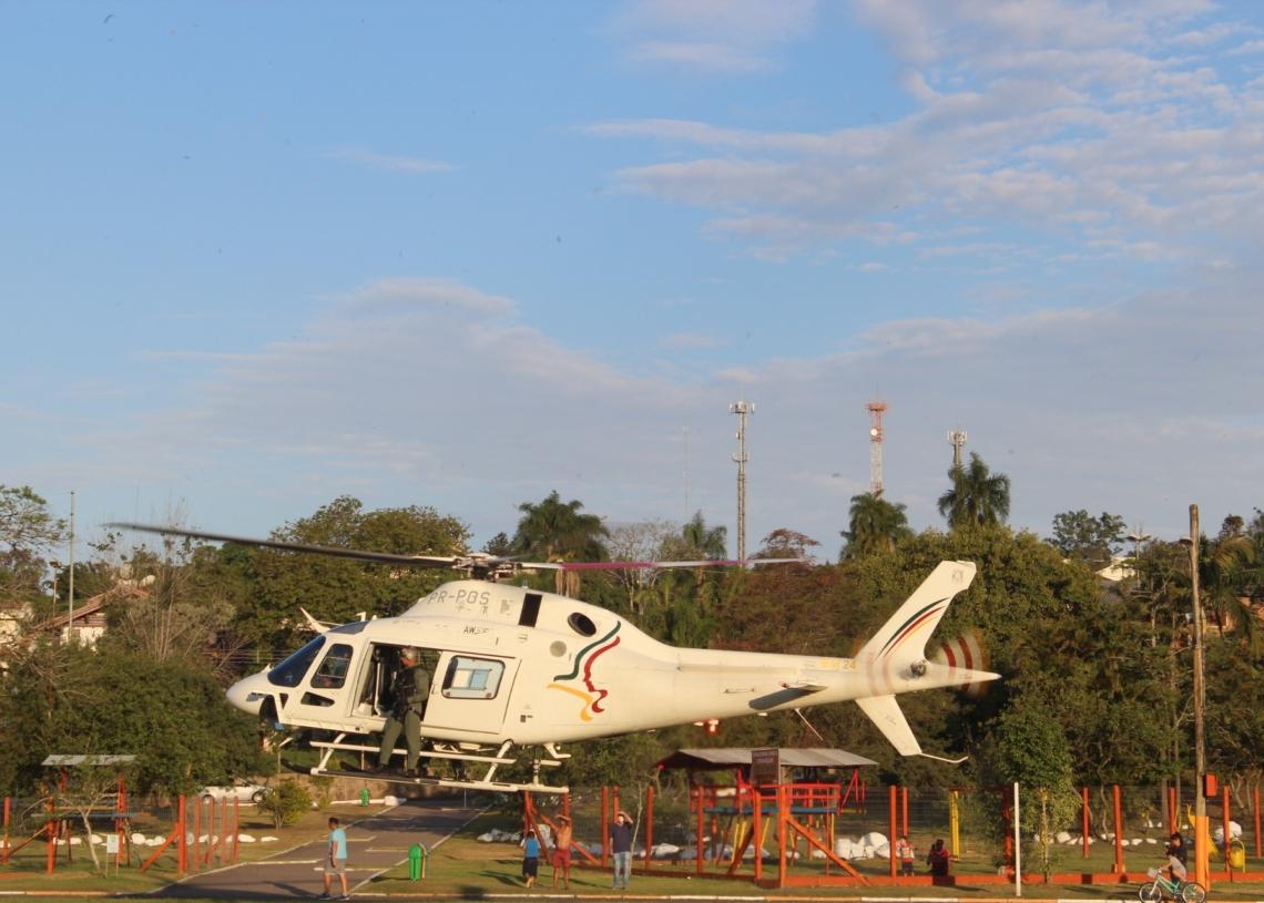 Helicóptero decolando do parque do trabalhador de Taquara  Fotos: Melissa Costa