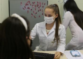 Acadêmicas do curso de medicina da insituição aplicam técnicas na rede pública de Campo Bom Foto: Reprodução