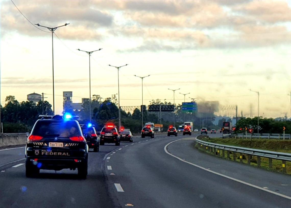 Operação iniciou ainda na madrugada (Foto: Polícia Federal)