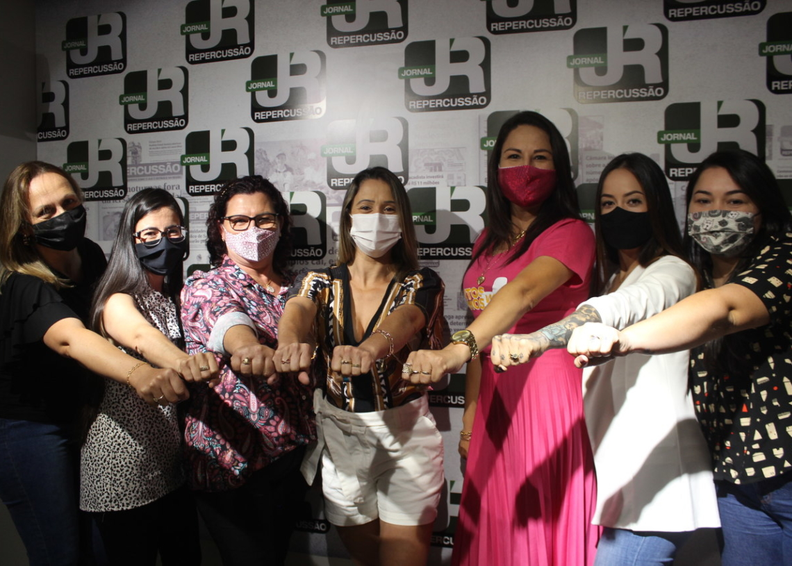 Tanara, Maele, Janice, Mari, Rita, Kayanne e Greici reunidas em  entrevista  no Grupo  Repercussão Foto: Melissa Costa