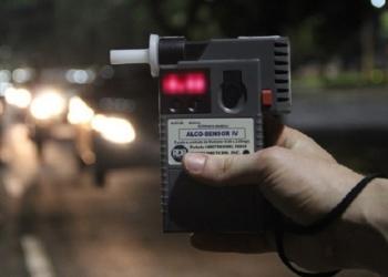Dirigir alcoolizado é crime de trânsito, com pena de seis meses a três anos de prisão, agravada em casos de acidentes com morte - Foto: Divulgação / DetranRS