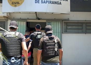 Acusado do homicídio foi preso preventivamente pelos agentes nesta terça-feira  Foto: Melissa Costa