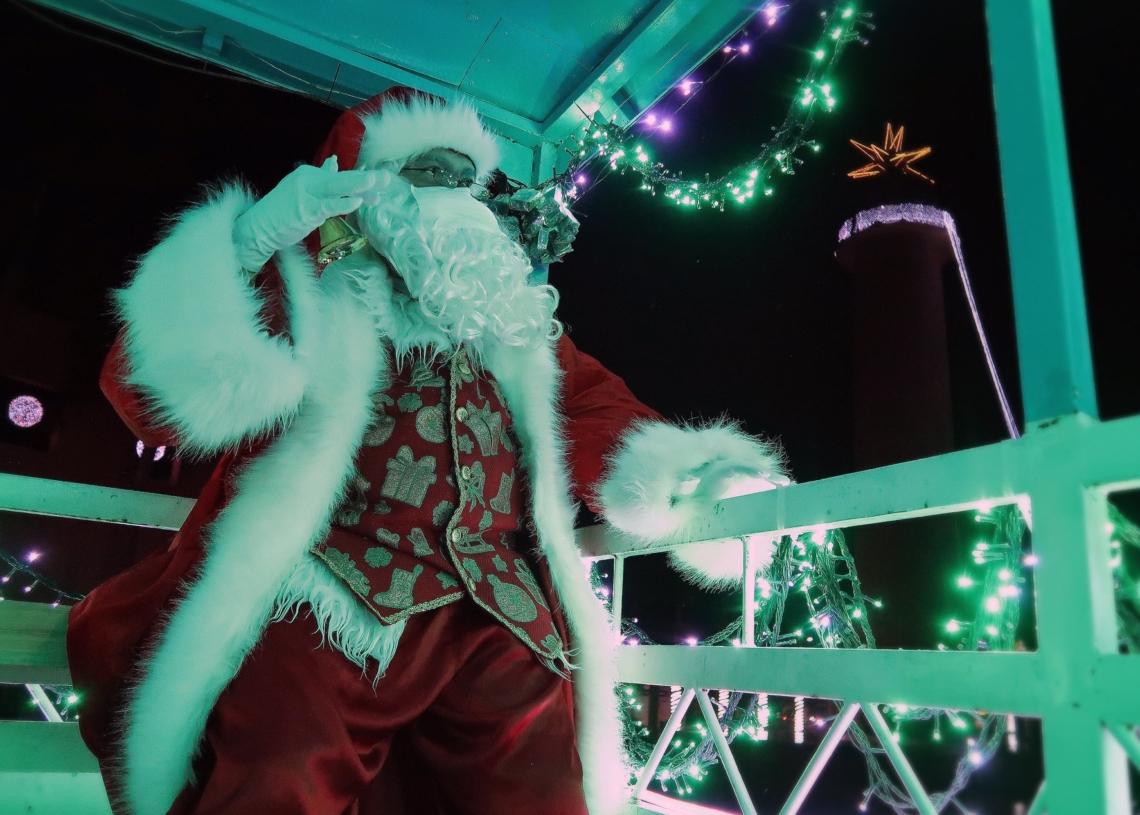 Papai Noel percorre os bairros de Campo Bom para levar a alegria do Natal às famílias   Foto: Jordana Fioravanti/PMCB