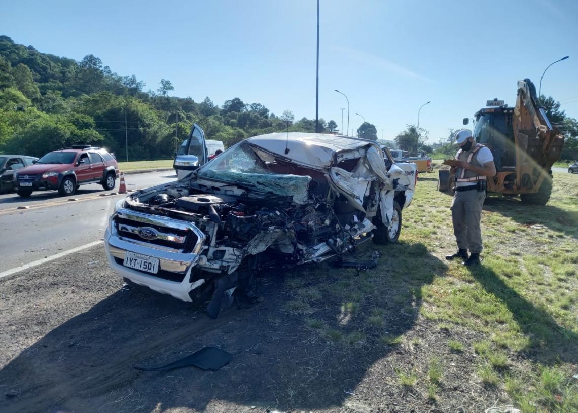 Veículo do vereador ficou destruído no impacto (Foto: Zé Renato Oliveira Rádio União)