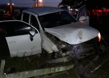 Veículo somente parou após invadir propriedade e atingir barranco (Foto: Bombeiros de Nova Hartz)