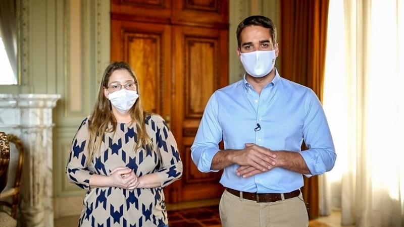 Leite e a diretora do Cevs, Cynthia Goulart Molina-Bastos, garantiram que o RS está mobilizado para a imunização - Foto: Rodger Timm/Palácio Piratini