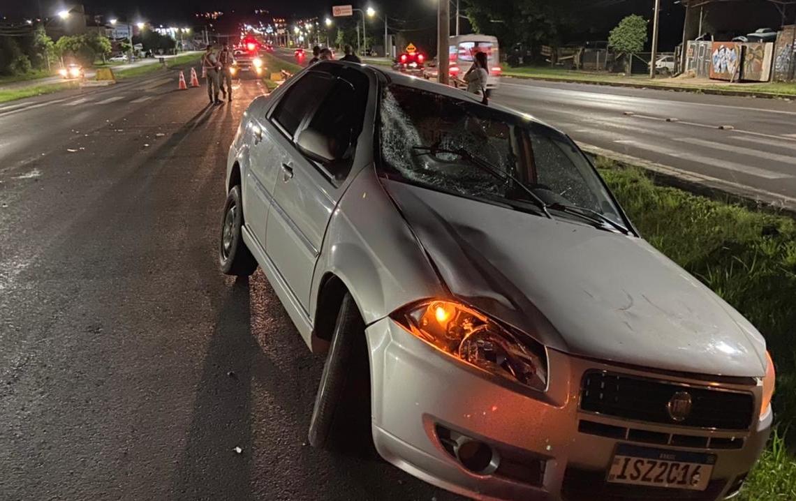Acidente ocorreu na noite desta segunda-feira (Foto: Júnior Ribeiro)