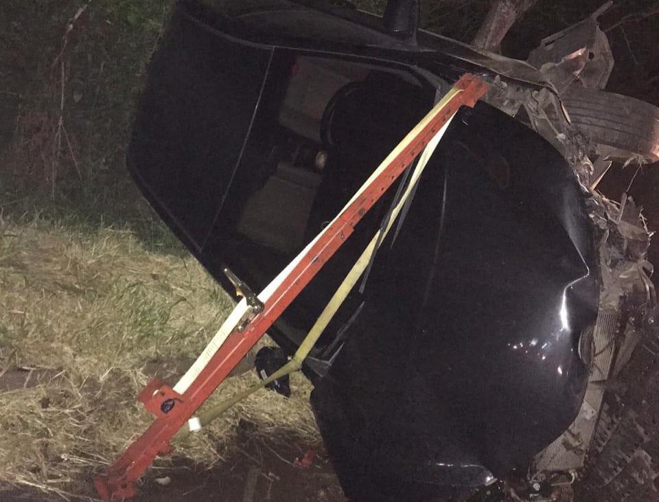 Por sorte, motorista e caroneira não se feriram (Foto: Bombeiros Voluntários de Nova Hartz)