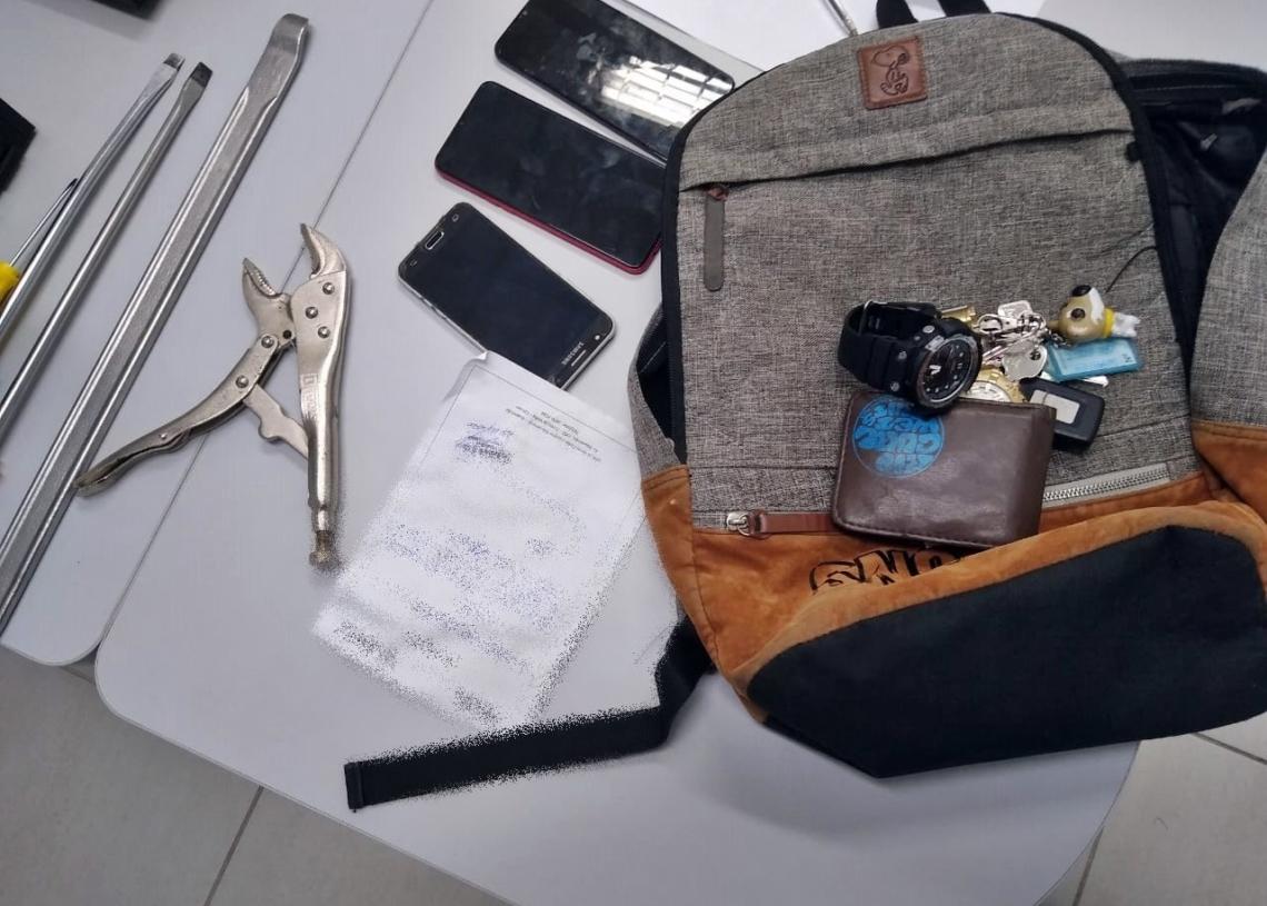 Materiais apreendidos com os ladrões (Foto: Brigada Militar)