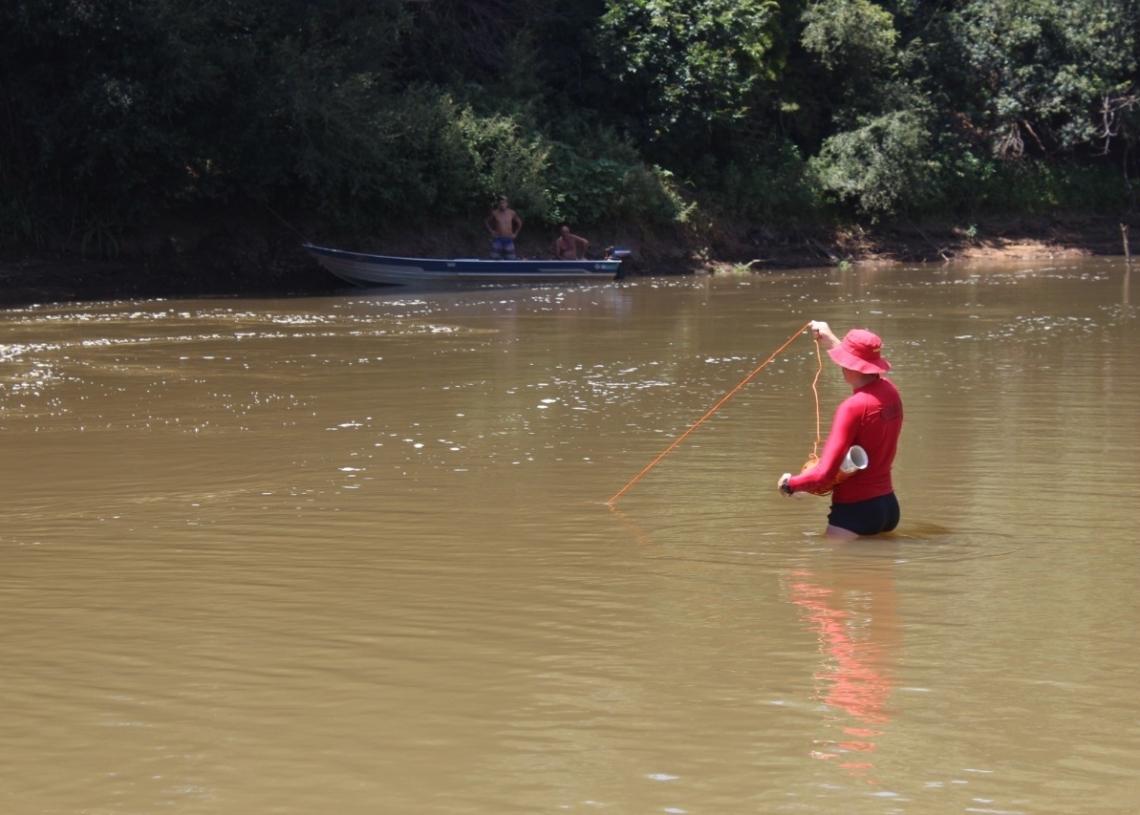 Profissionais de Porto Alegre fizeram a localização do corpo durante as buscas (Foto: Melissa Costa)