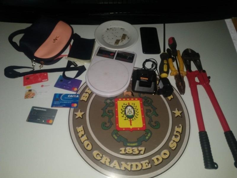 Apreensões feitas pelos policiais (Foto: Brigada Militar)