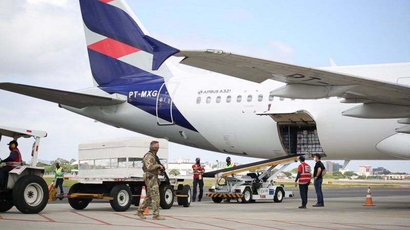Avião que transportou vacinas do Instituto Butantan chegou ao RS na manhã de domingo (7) - Foto: Luís André/Palácio Piratini