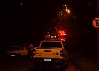 Polícia Civil, Brigada Militar e Guarda Municipal fecharam a estrada e abordaram todas as pessoas (Foto: Melissa Costa)