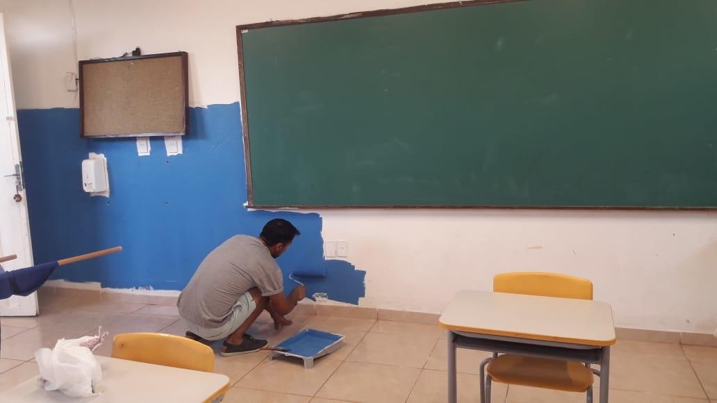 Exemplo em Nova Hartz: sala de aulas foram todas repaginadas pelas mãos de voluntários (Foto: Divulgação)