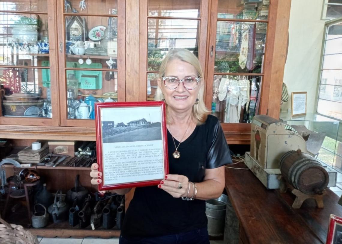 Neusa Gracionete Seimnetz, atualmente, também atua no Museu Municipal  (Foto: Melissa Costa)